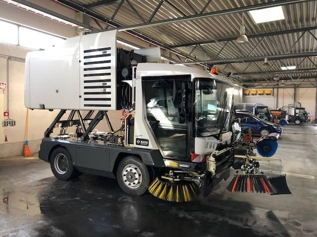 RAVO Maxi Kompaktkehrmaschine mit Hoch-Entlehrung