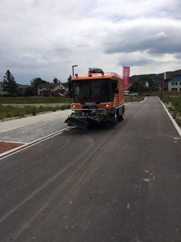 RAVO Maxi Comoact straatveegmachine