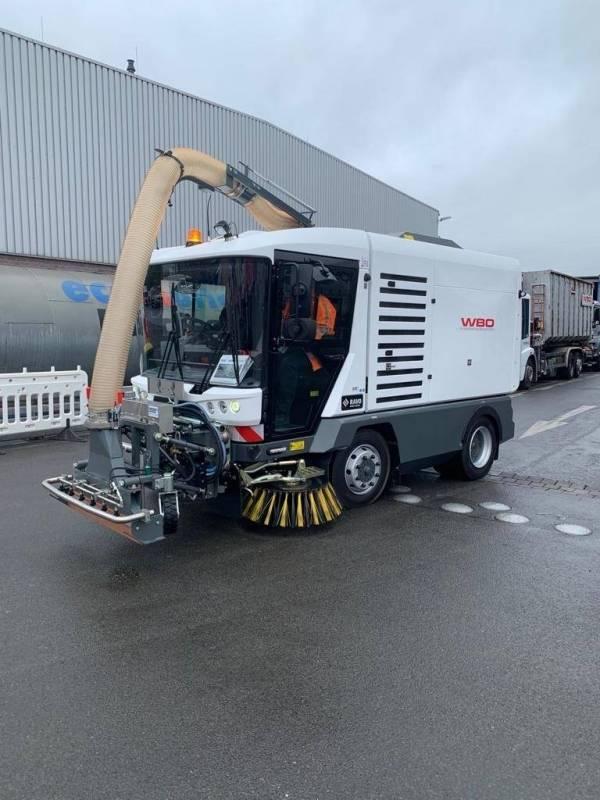 Maxi Kompaktkehrmaschine mit Ölspurbeseitiger