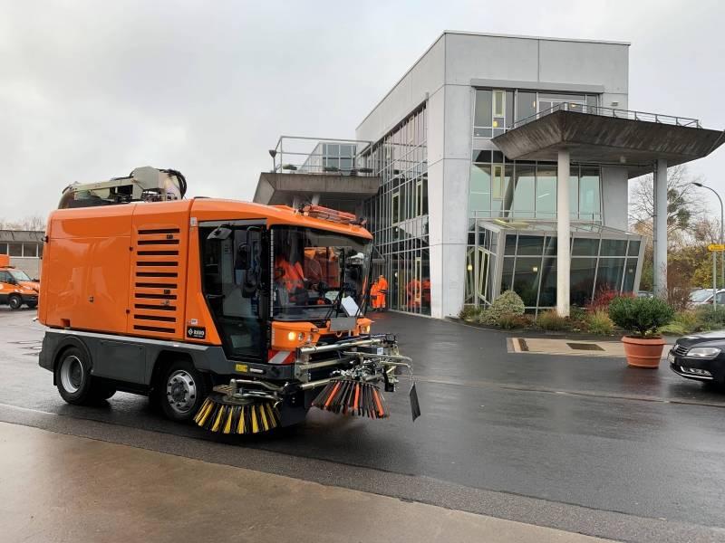 RAVO Maxi compact straatveegmachine