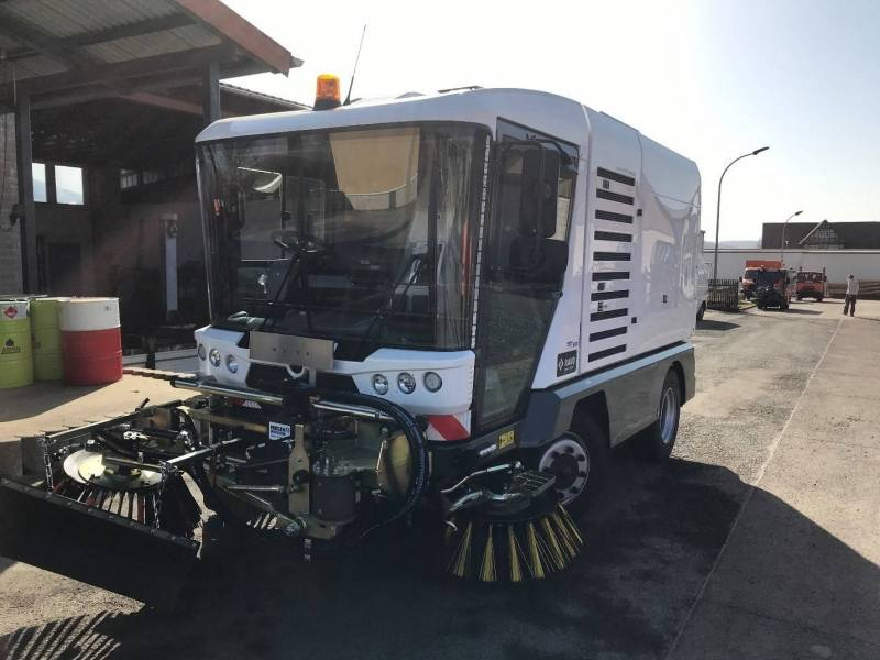 RAVO Maxi compacte straatveegmachine